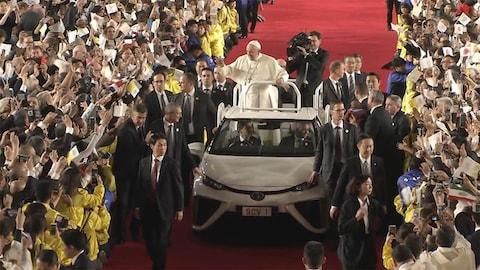 ローマ教皇の話に、孤独を救う宗教の役割と必要性を思う