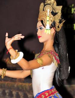 「日本カンボジア友好六十周年」で、東京大薪能とカンボジア舞踊が2日間にわたり開催