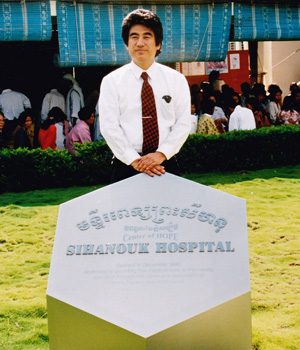 シアヌーク病院の石碑